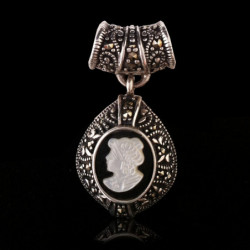 "Pendant ""White Queen Cameo"" Onyx, Mother-of-pearl & Marcasite"