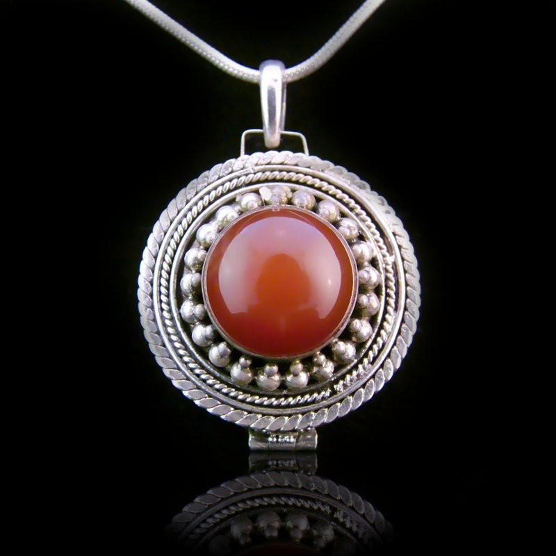 "Locket Pendant ""Duchess of Alba"" Carnelian"