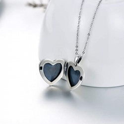 """""""Daisy heart"""" locket"""